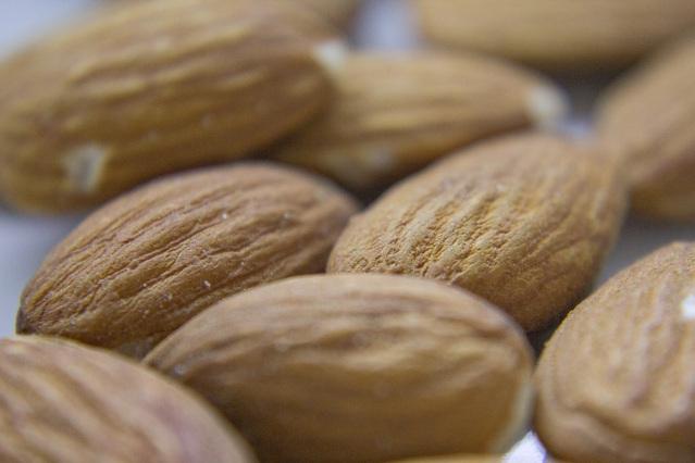 アーモンドの食べ過ぎが体に良くない5つの理由