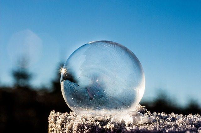 水晶を浄化して幸運引き寄せ力を取り戻す7つの方法