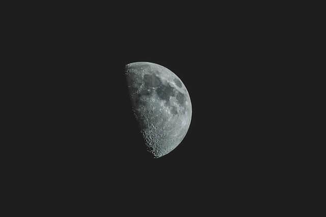 月の満ち欠けに沿った生活リズムで幸せを引き寄せる7つの方法