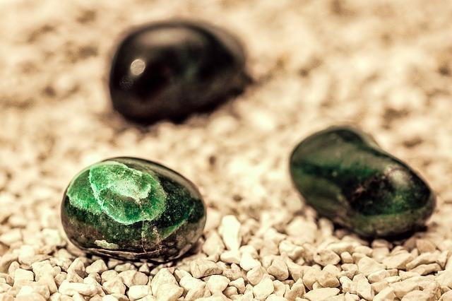 3月の誕生石に秘められたパワーで幸運を引き寄せる7つの方法